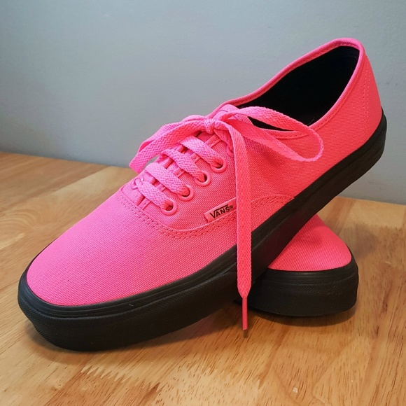 ab0c4ed0b66c New Vans Hot Pink Canvas Sneakers. M 5aa731f29cc7ef43d82ea9df